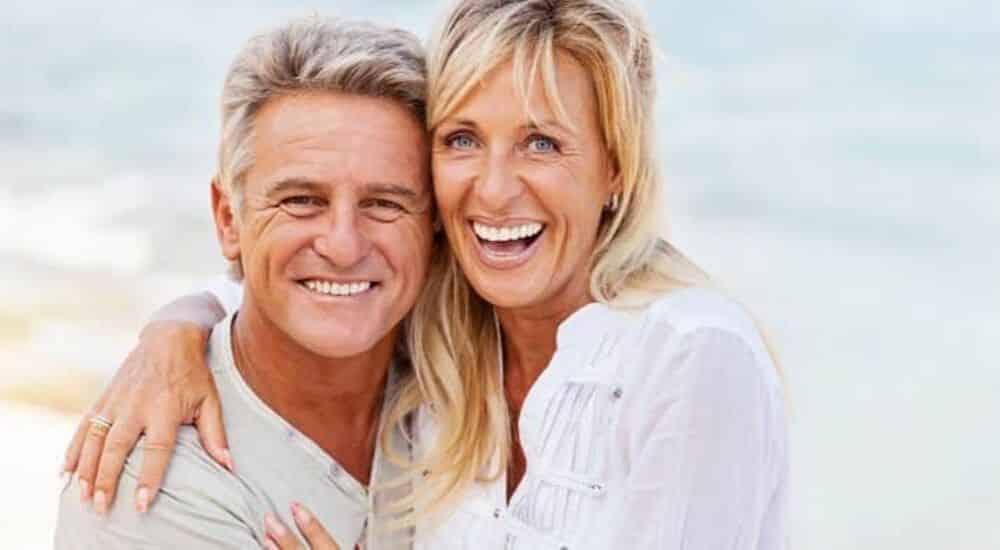 World-Alzheimers-Month-Couple-at-the-Beach | AllClear Travel Blog