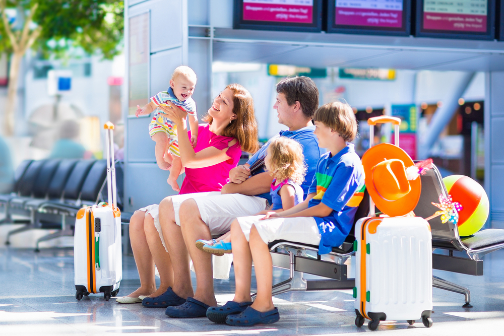 A guide to holidays and Brexit: Young family at the airport going on holiday