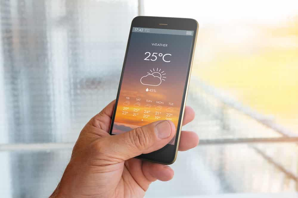 10 things that make a great British holiday: weather forecast on a mobile phone