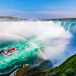 Your Holiday Bucket List: Niagara falls cruise