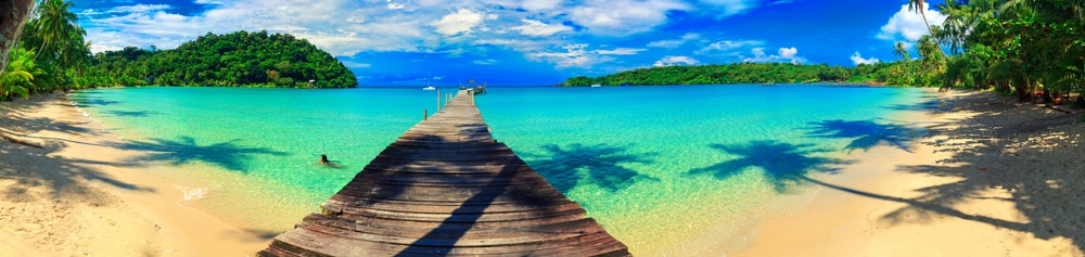 Holiday Curtailment Insurance: Panroamic of beach in Thailand
